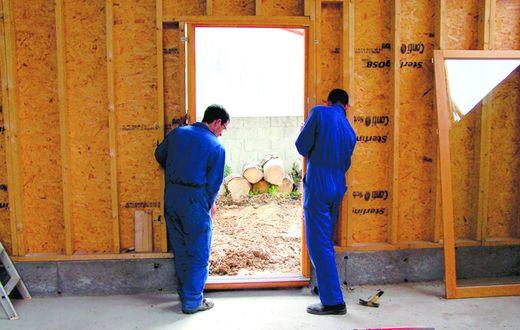 Pose Dun Bloc Baie à Précadre Dans Une Maison à Ossature Bois