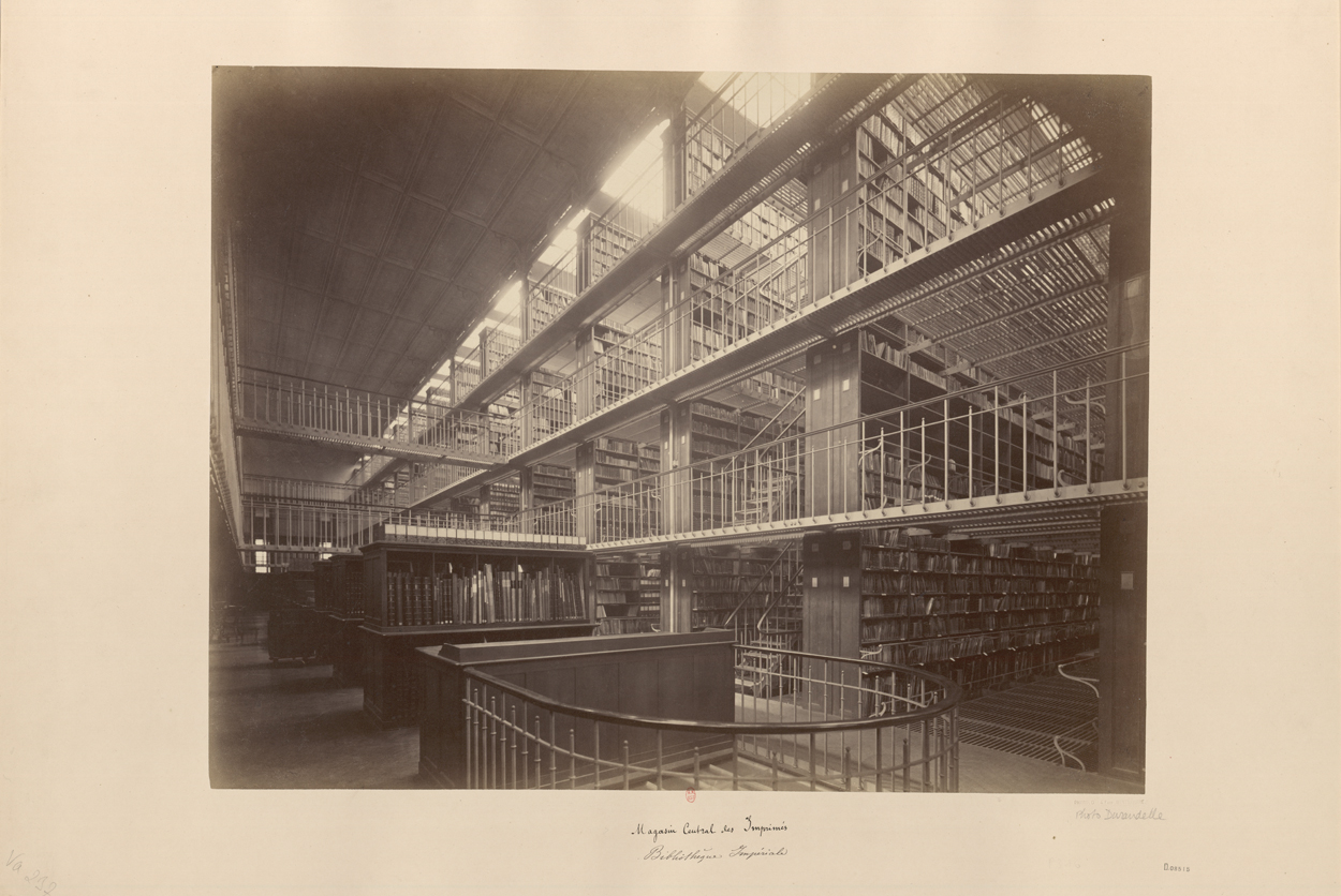 Louis-Émile Durandelle, Bibliothèque nationale, vue d'ensemble du magasin central, vers 1880, photographie.