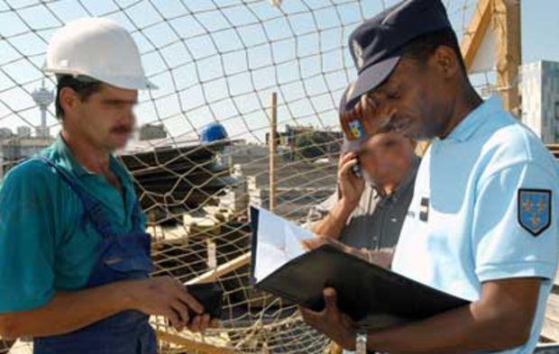 professionnels de travail datant datation radiométrique vs radiodatation radioactive