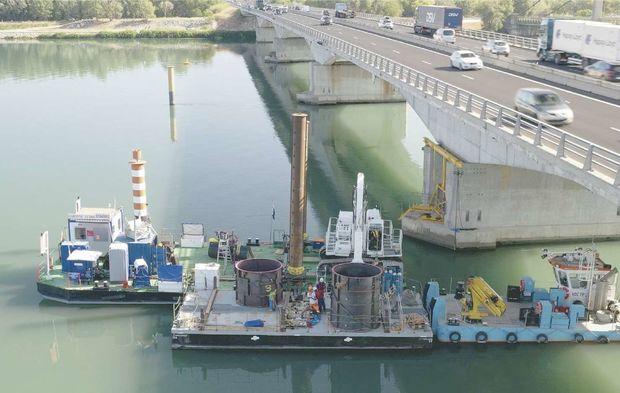 Un équipage au chevet du viaduc de Roquemaure