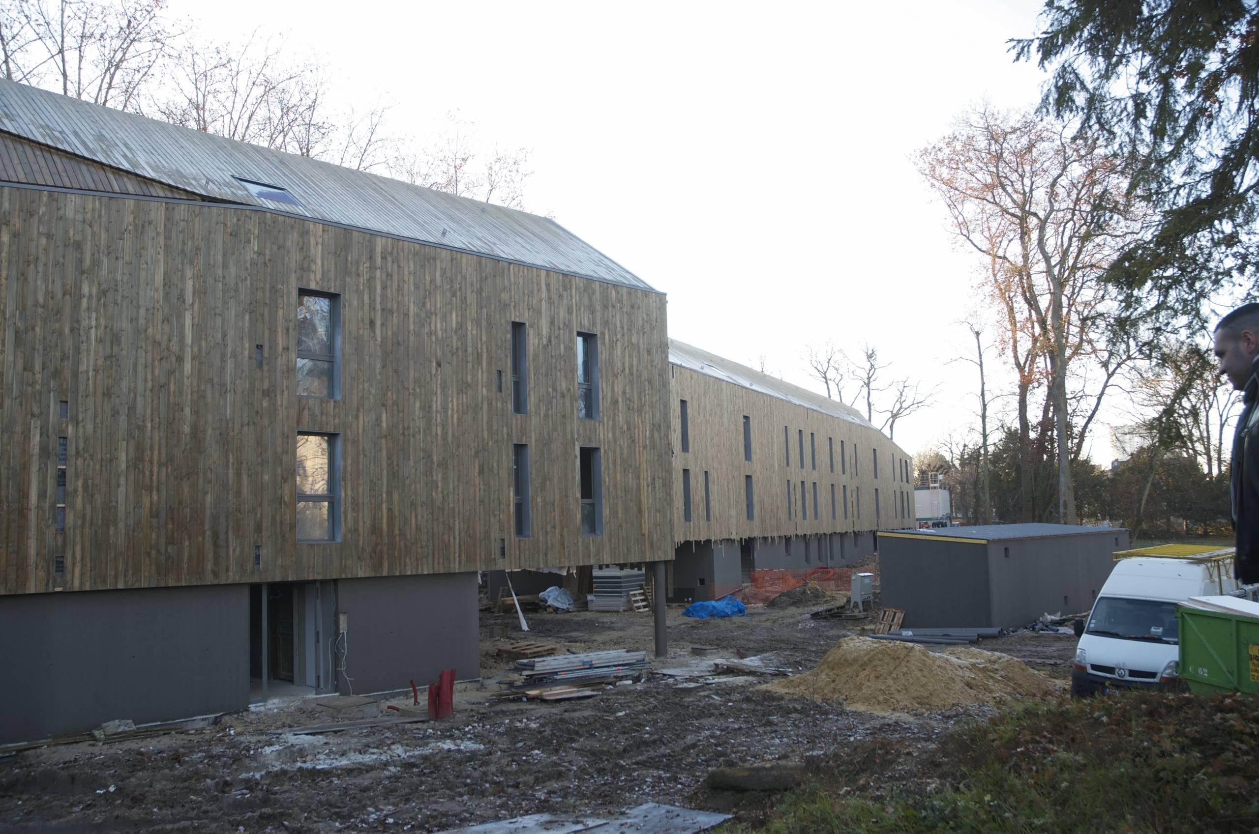 Fixation innovante pour bardage bois sur bacs acier en toiture