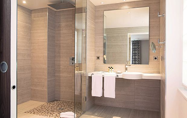 la salle de bain d 39 h tel bien au del de la d co. Black Bedroom Furniture Sets. Home Design Ideas