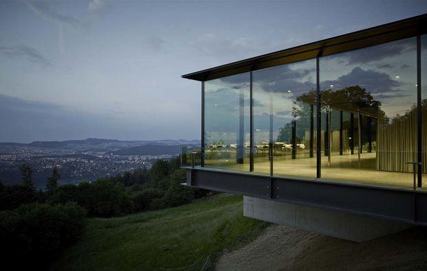 berne un cube de verre et d 39 acier qui met la gastronomie en spectacle. Black Bedroom Furniture Sets. Home Design Ideas