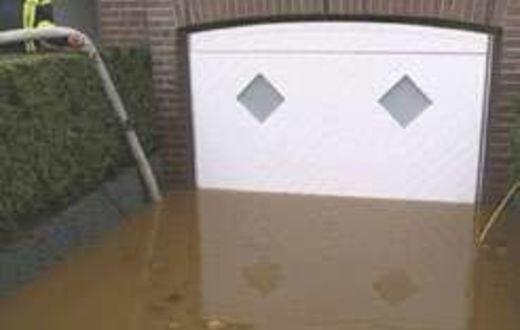 Porte De Garage Basculante A Systeme Anti Inondation